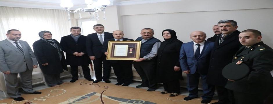 Şehit Ercan Çelik?in ailesine madalya verildi