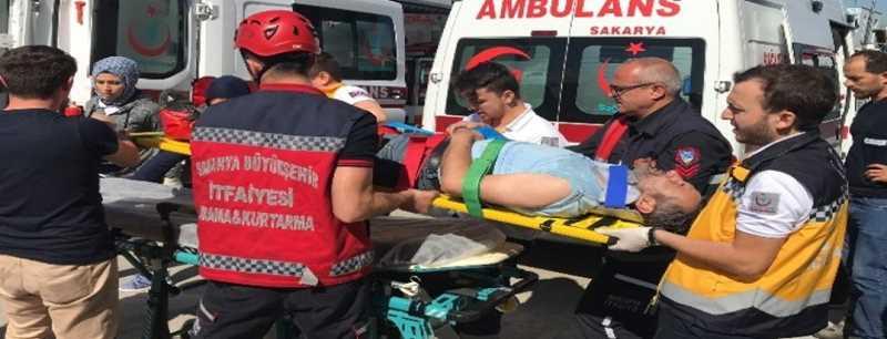 Sakarya?da yük asansörü yere çakıldı: 3 işçi yaralı