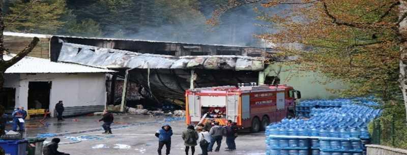 Bolu'da alev alev yanan fabrika 6 saatte söndürülebildi