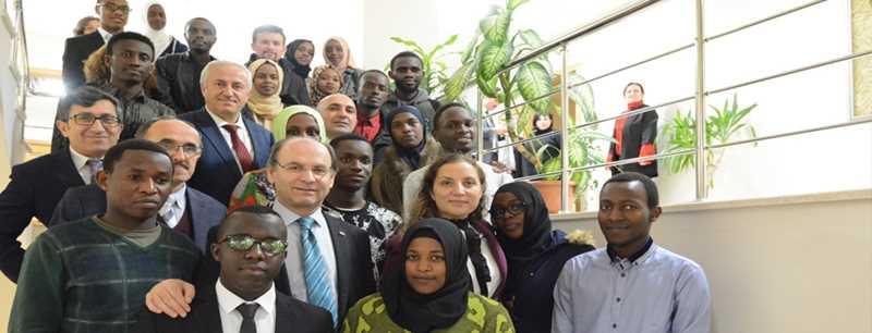 Rahmi Er, Ruandalı öğrencilerle bir araya geldi