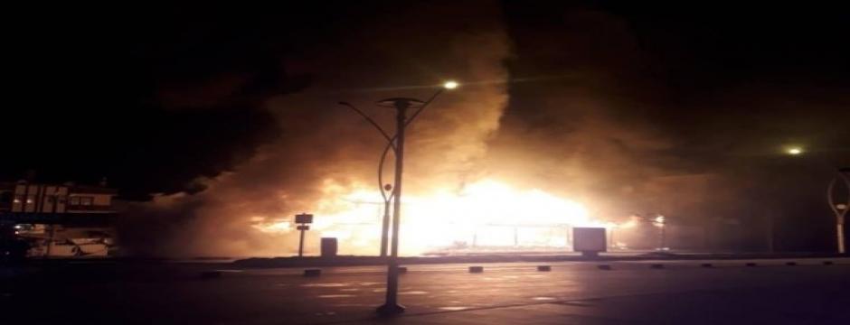 Karasu'da çıkan yangında 30 dükkan kullanılamaz hale geldi