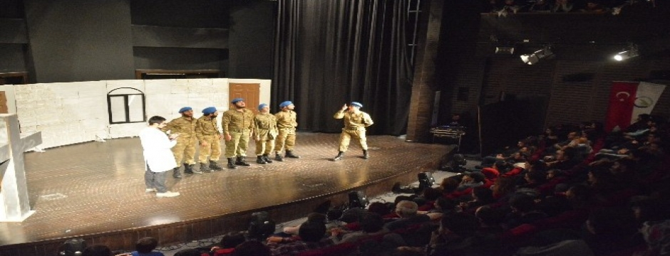 Albay Kuş Adlı tiyatro oyunu sergilendi
