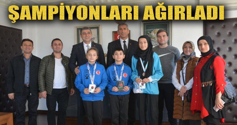Kaymakam Öztürk´Ten Balkan Şampiyonu Yaren´e Ödül