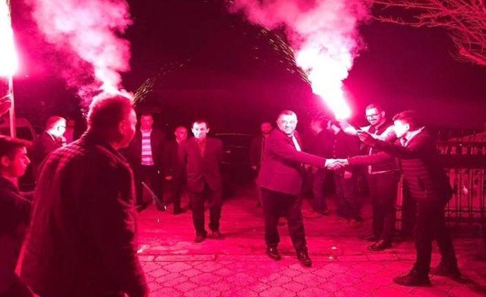 MHP'li başkan adayı Bıyık'a gittiği her yerde sevgi seli