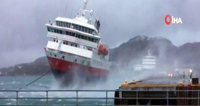 Yolcu gemisinin rüzgarla mücadelesi