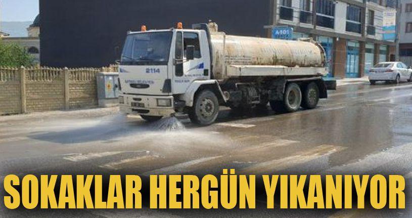 Sokaklar her gün yıkanıyor