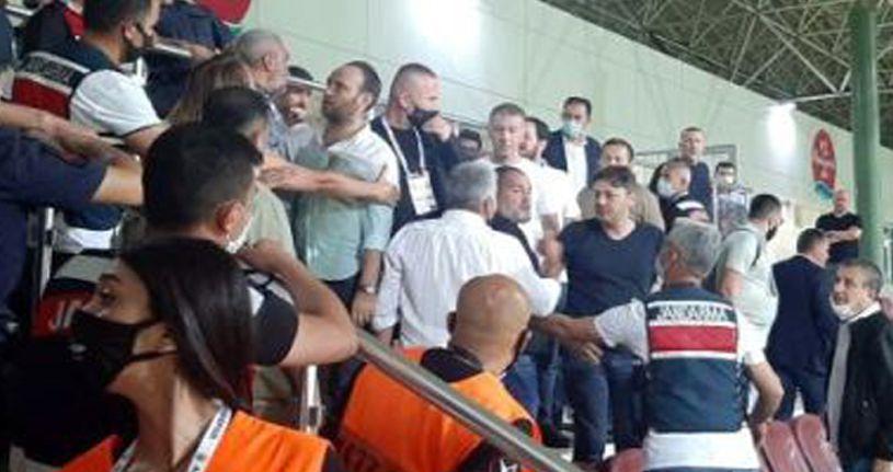 Alanyaspor - Trabzonspor maçının ardından yöneticiler birbirine girdi!