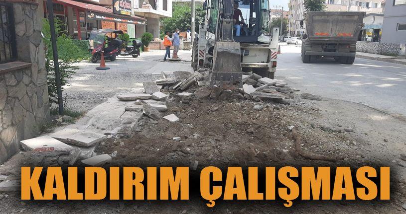 Gazhane Caddesi'nde kaldırım tamiri devam ediyor