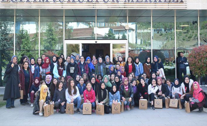 Lise son sınıf öğrencileri Üniversiteyi gezdi