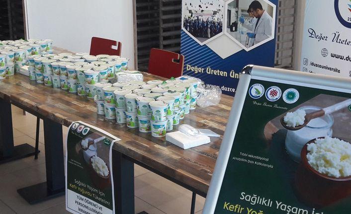Üniversite öğrencilerine kefir yoğurdu ikram edildi