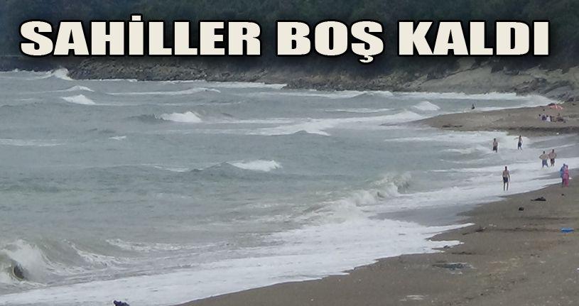 Akçakoca'da sahiller dalga nedeniyle boş kaldı