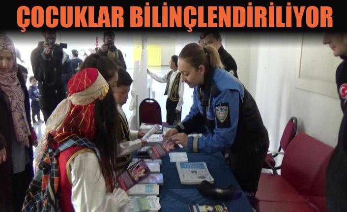 Polis ablalarından, çocuklara  eğitim