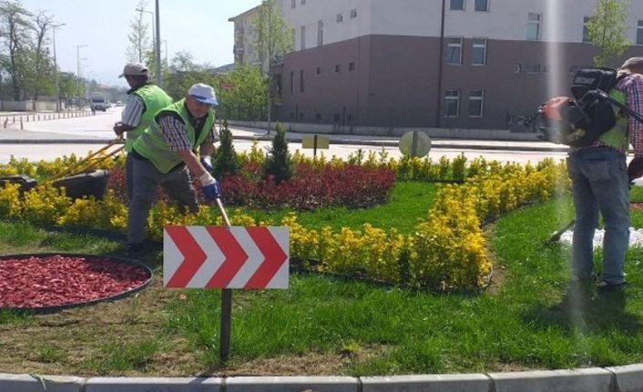 Düzce Belediyesi bahar çalışmalarına hız kesmeden devam ediyor