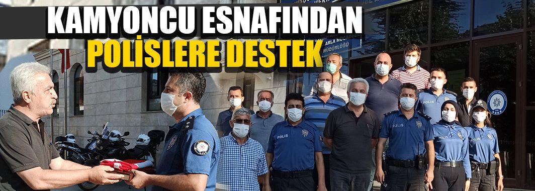 Polislere Kuran-ı Kerim Ve Türk Bayrağı Hediye Ettiler