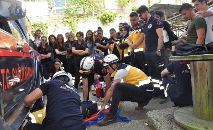 Öğrencilerine ambulans operasyonları eğitimi verildi