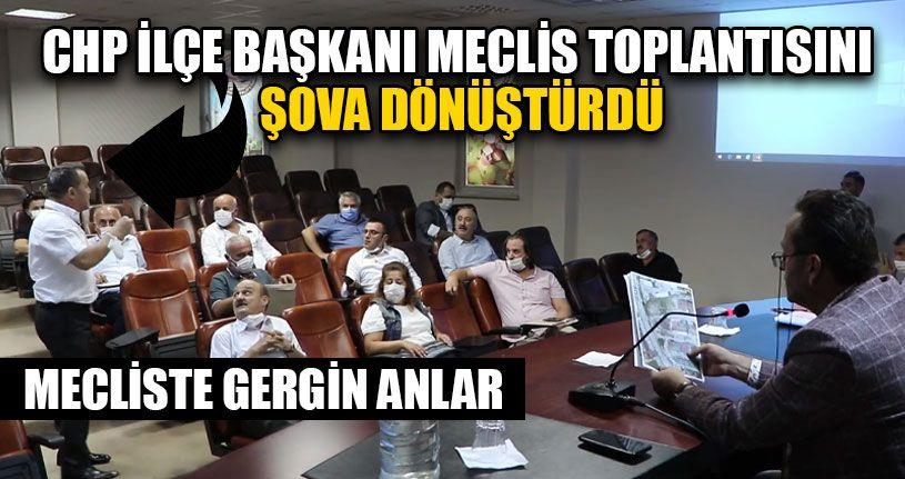 CHP İlçe Başkanı Meclis Toplantısını Şova Dönüştürdü