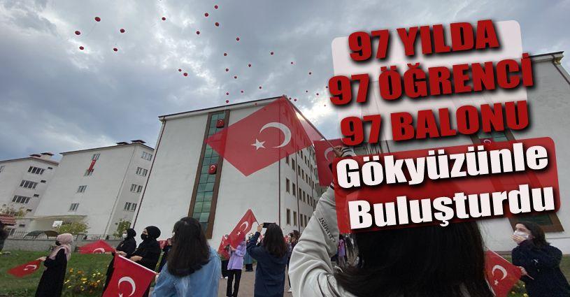97 öğrenci Cumhuriyetin 97. yılında 97 balonu gökyüzü ile buluşturdu
