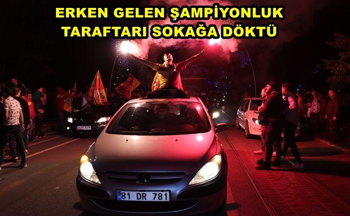 Lig şampiyonu Galatasaray taraftarları, şampiyonluğu doyasıya kutladı