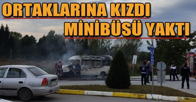 Ortaklarına kızdı, minibüsünü yaktı