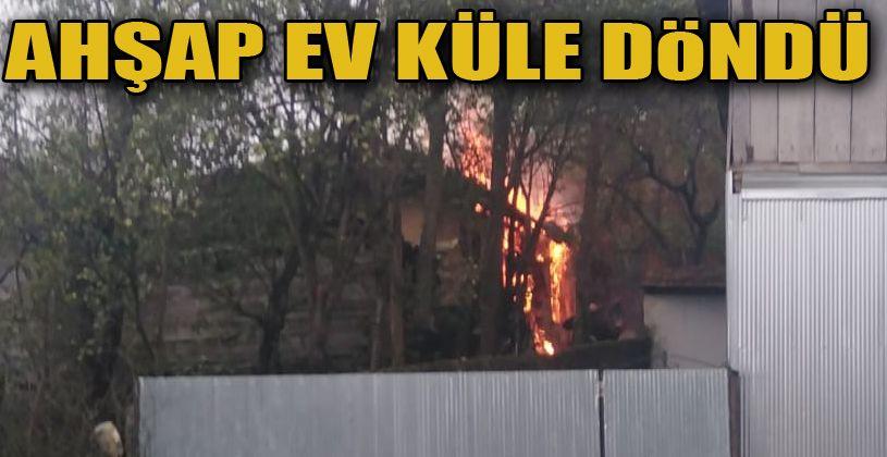 Ahşap ev alev alev yandı: 1 yaralı
