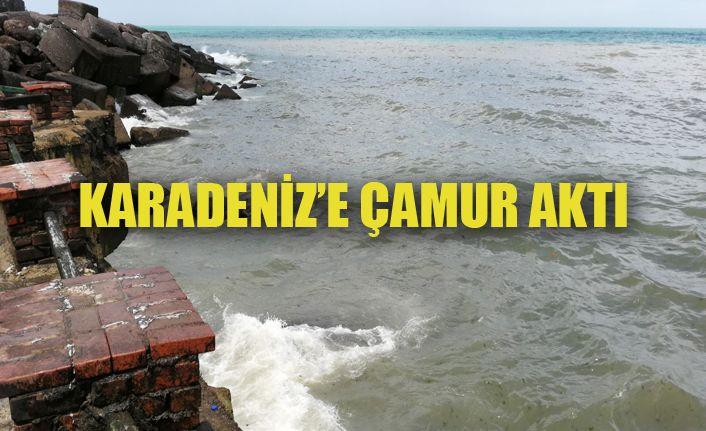 Karadeniz'in rengi değişti