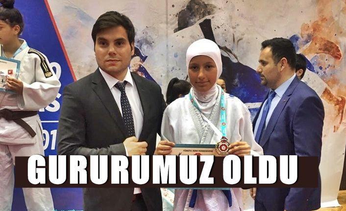 Melisa Kahraman Türkiye Üçüncüsü Oldu...