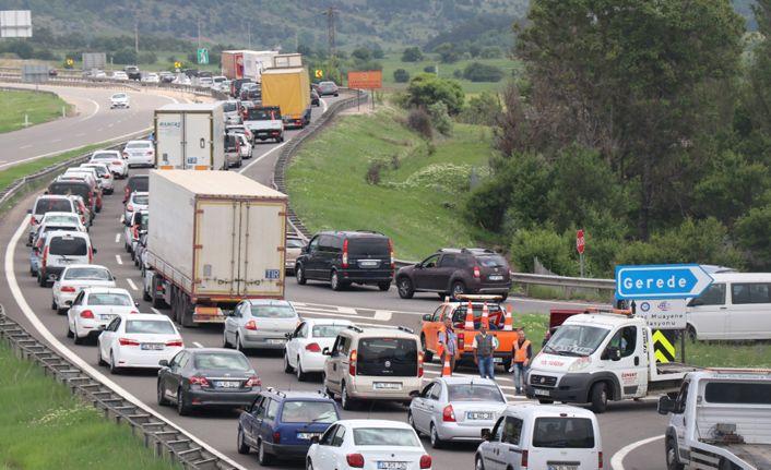 Gerede-Karadeniz Bağlantı Yolu'nda trafik durma noktasına geldi