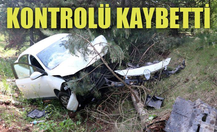 TEM otoyolunda kontrolden çıkan otomobil refüje uçtu: 3 yaralı