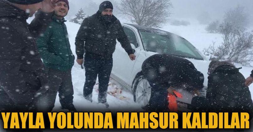 Sakarya'da 3 sağlık çalışanı yayla yolunda mahsur kaldı