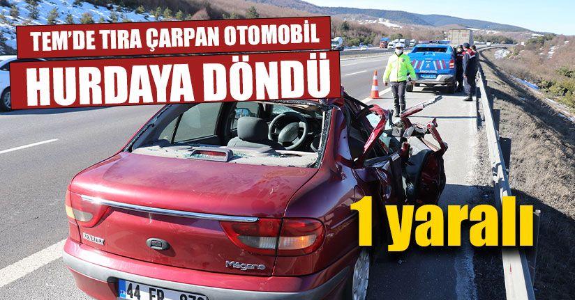 TEM'de Tıra Çarpan Otomobil Hurdaya Döndü