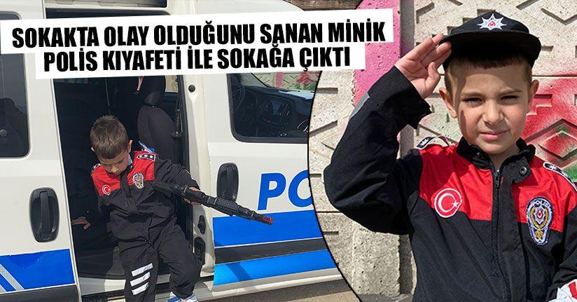 Polisler Minik Polisi Görünce Tebessüm Etti