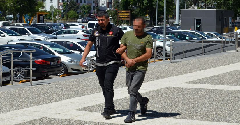 Uyuşturucu madde ile yakalanan kepçe operatörü adliyeye sevk edildi