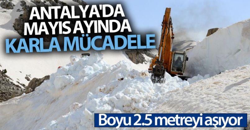 Antalya'da Mayıs ayında boyu 2,5 metreyi bulan karla mücadele