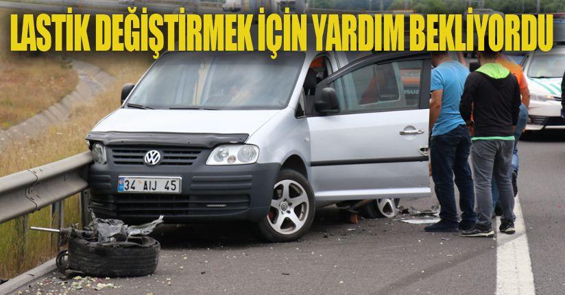 Otomobil, TEM'de park halindeki hafif ticari araca çarptı: 5 yaralı