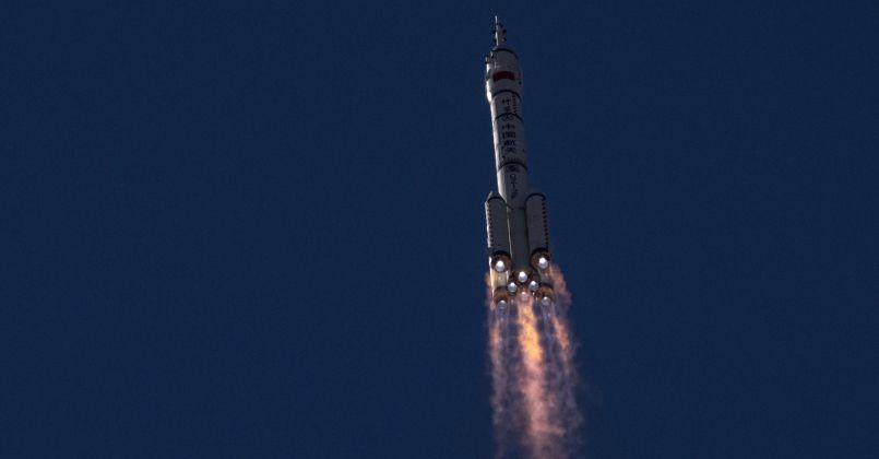 Çin'in uzay aracı Shenzhou-12 istasyona kenetlendi