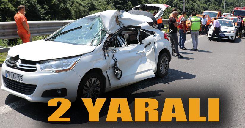 TEM Otoyolu'nda otomobille tır çarpıştı: 2 yaralı