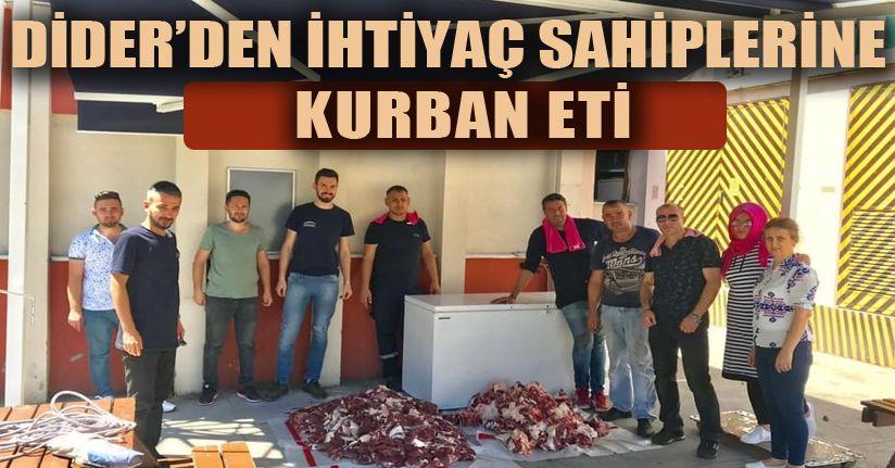 Kurban'da hayır için dana aldılar kesip ihtiyaç sahiplerine dağıttılar