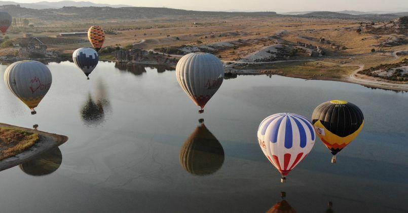 Frig Vadisi'ndeki sıcak hava balon uçuşları turizmcilerin yüzünü güldürdü