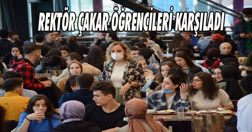 Rektör Çakar Öğrencileri Kampüste Karşıladı