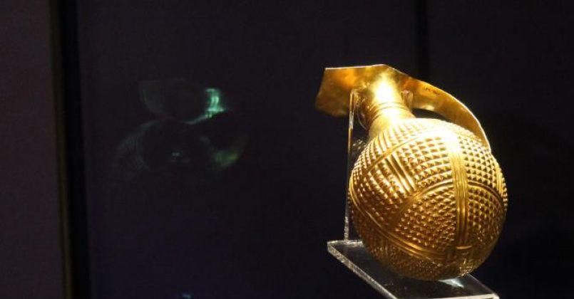 4 bin 250 yıllık altın gaga ağızlı testi, İngiltere tarafından Türkiye'ye iade edildi