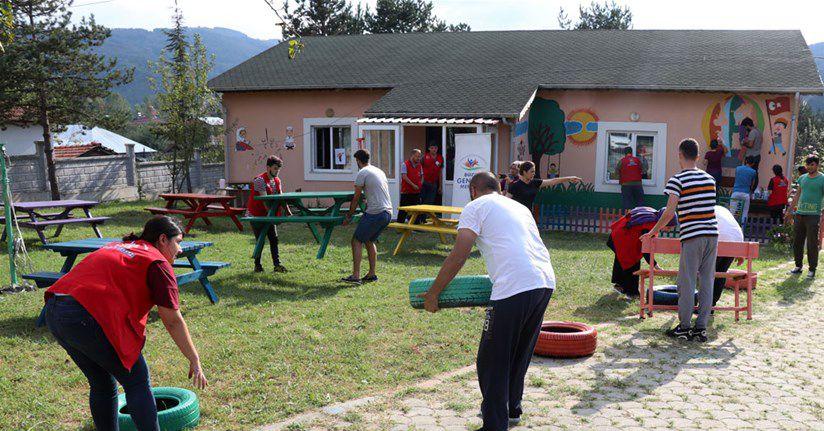 Gönüllü Gençler Eğitim Yuvasına Renk Kattı