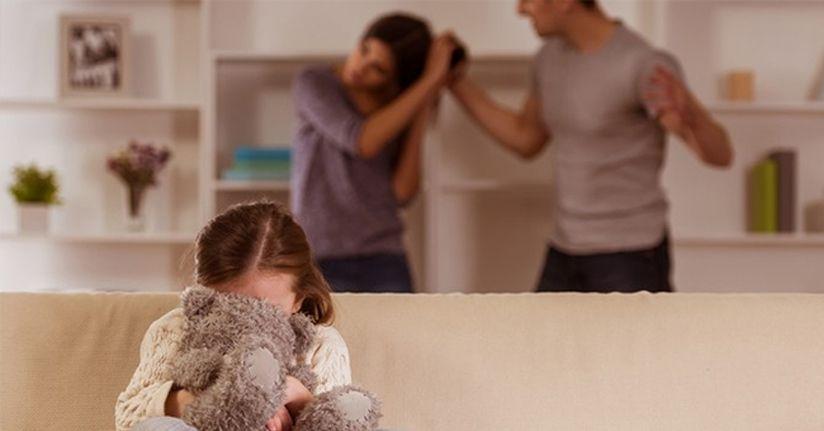 Aile içi şiddet bulaşıcıdır, çocukları da etkiler