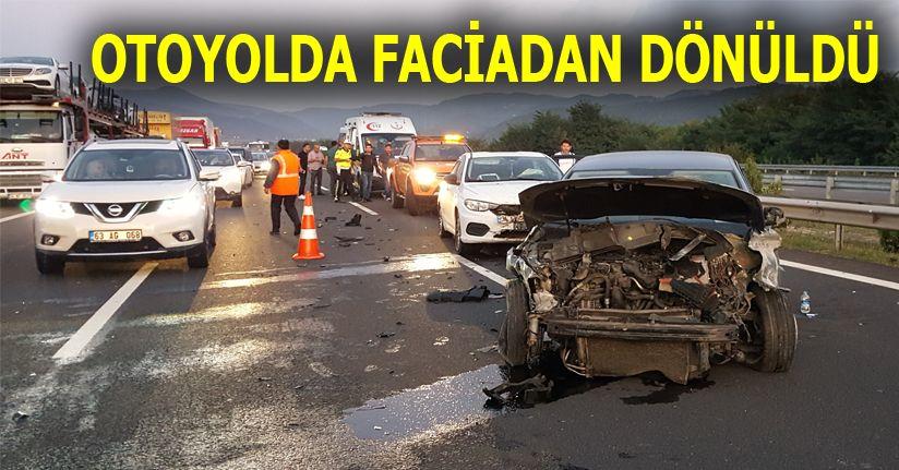 Otoyolda 3 araç çarpıştı; 2 kişi yaralandı