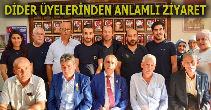 Türk Bayrağı Teslim Ettiler
