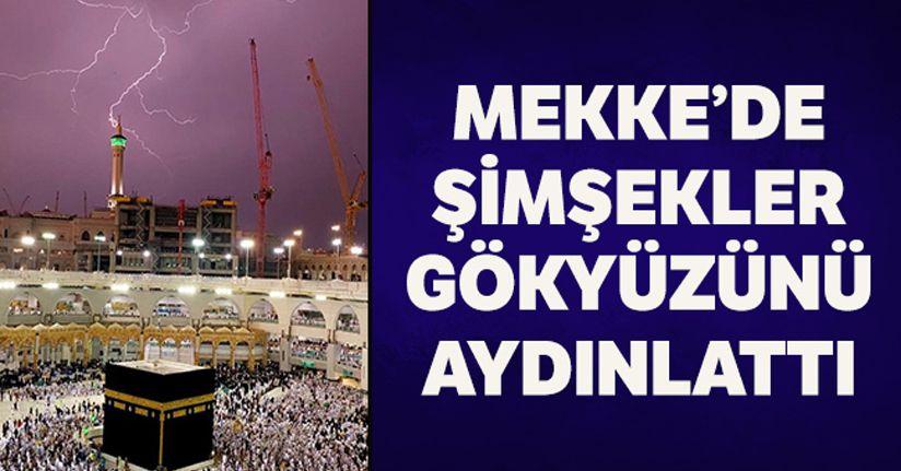 Mekke'de şimşekler gökyüzünü aydınlatt