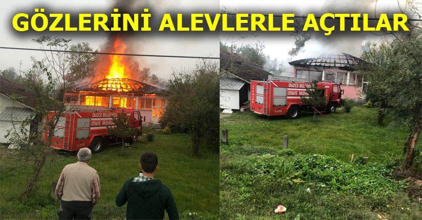 Çatıda Başlayan Yangın Evi Sardı